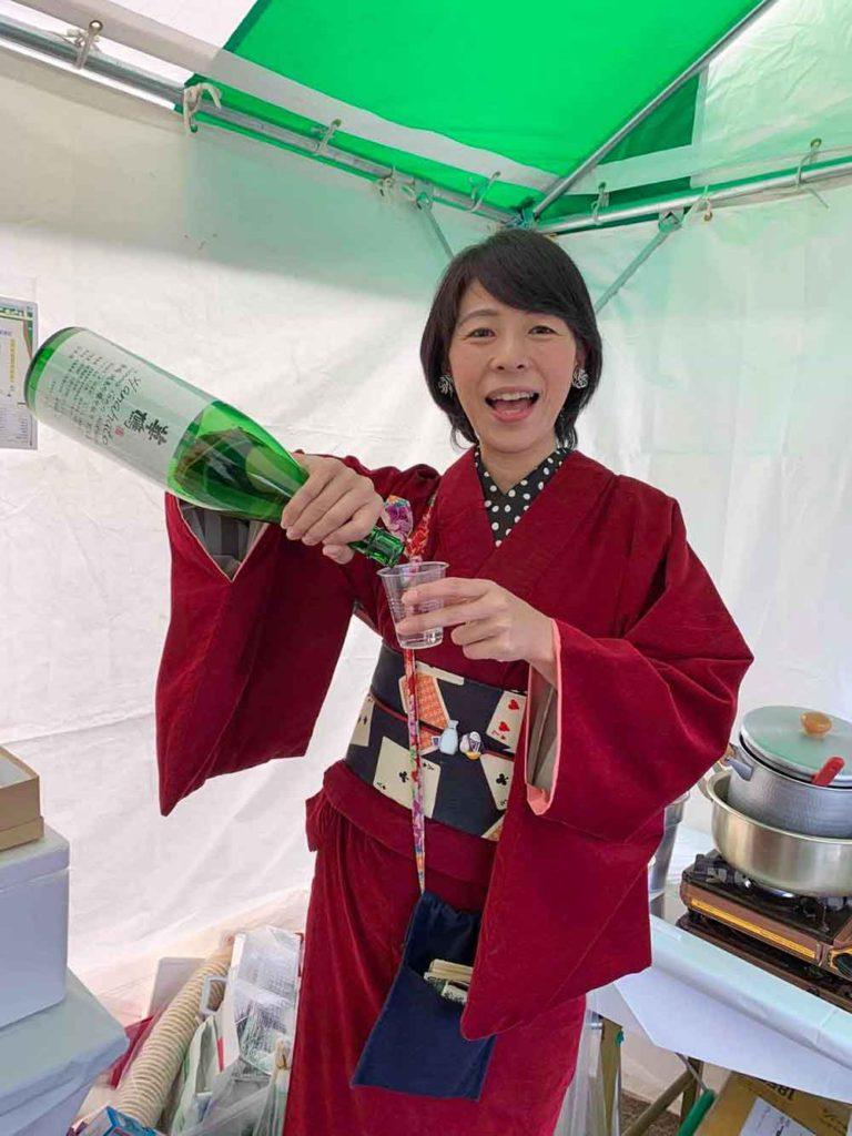 日本酒のお祭りに参加したときの様子。日本酒が癒しの澤井さんはお酒を飲みに行くときにも着物を着用して出かけるそう。