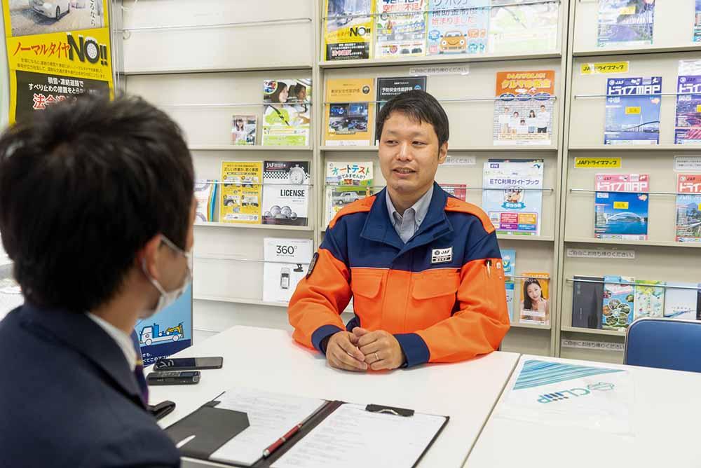 学生時代からJAF隊員になるまでの道のりを教えてくれた熊谷さん。